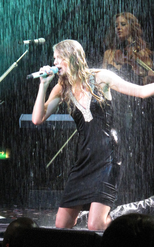 Taylor Swift Rocks London