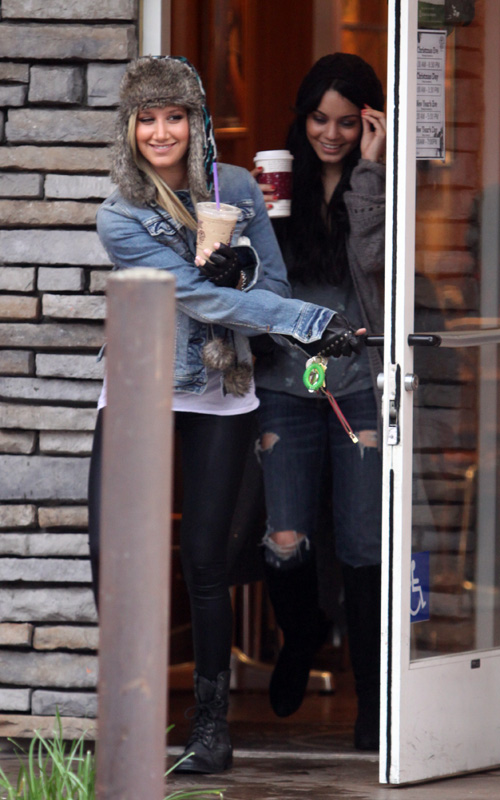 Vanessa Hudgens and Ashley Tisdale: Coffee Shop Cuties