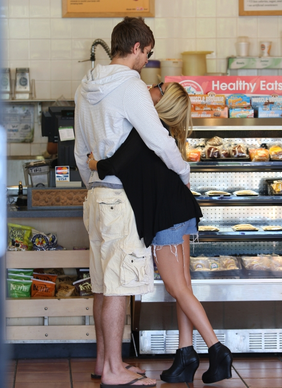 Ashley Tisdale & Scott's Robek Romance, aw how cute!