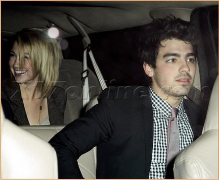 Joe and Chelsea, dinner date at a super-romantic restaurant