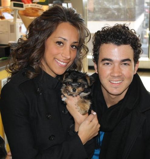 Kevin & Danielle Jonas bought a New Puppy!