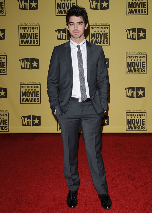 Joe Jonas 2010 Critics' Choice Awards Arrivals