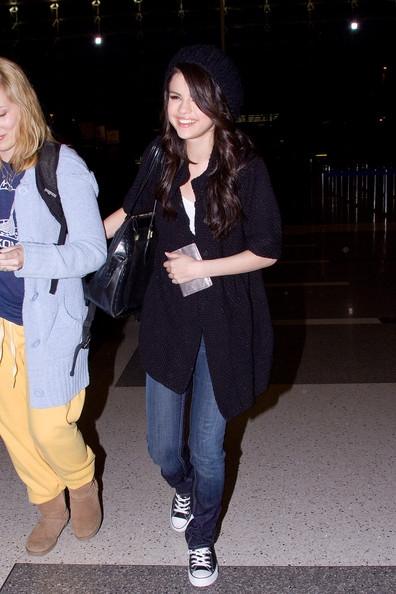 Selena Gomez is LAX Lovely! (PICTURES UNDER THIS POST)