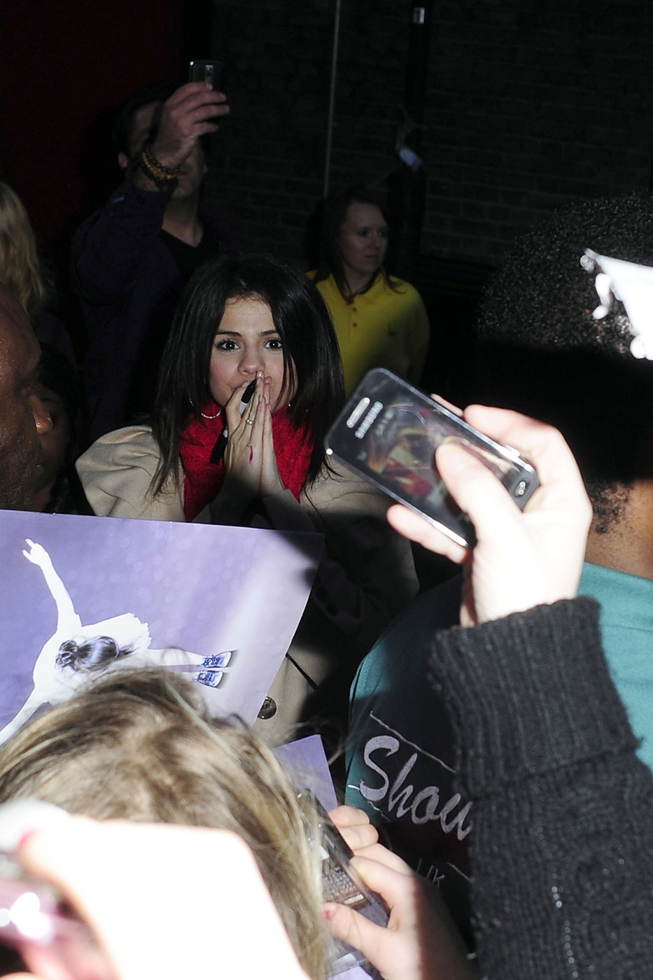 Selena Gomez had her first-ever concert in London (PHOTOS)