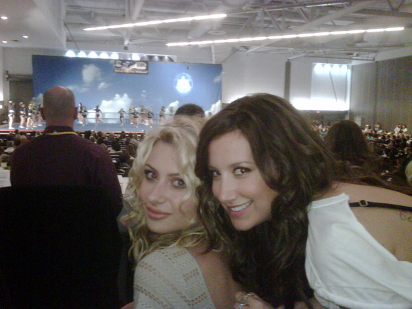 New Ashley & Aly Twitpic!