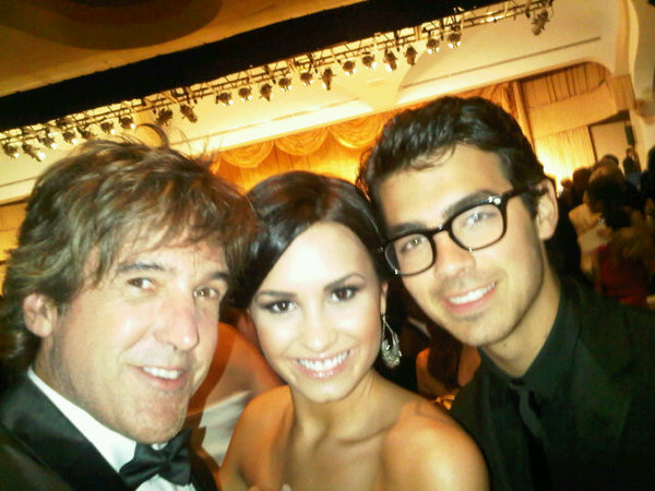 new jemi pic at the white house! (twitter post)