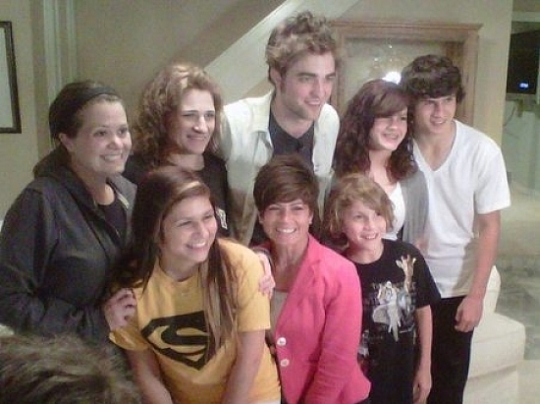 Robert Pattinson surprises Twi-Hard Family on Oprah!!