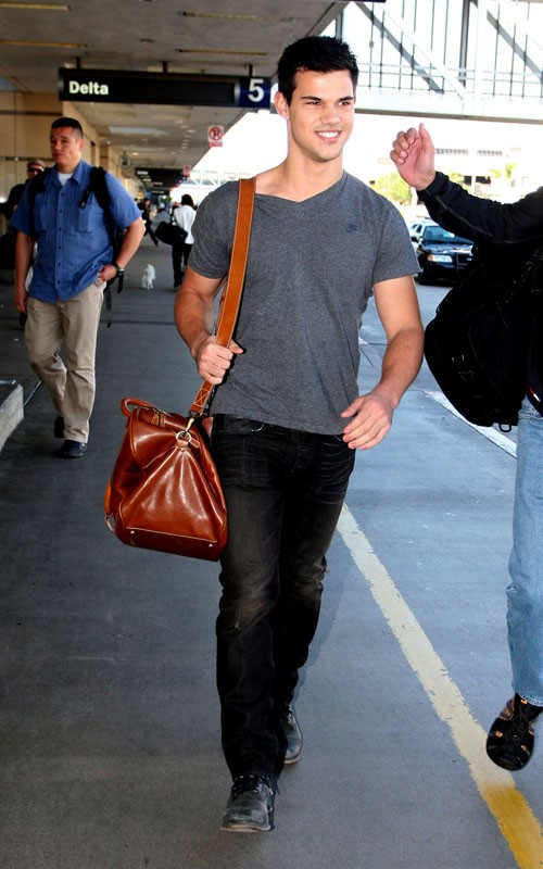 Taylor Lautner and Boo Boo Stewart at LAX airport! (photos)