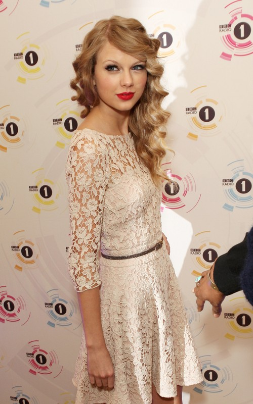Swift has revealed who she'd like to take to a prom!