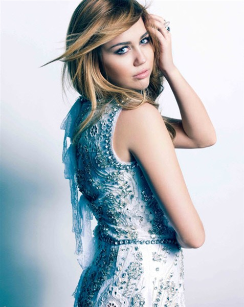 Miley Cyrus look gorgeous in Marie Claire photos! (more under)