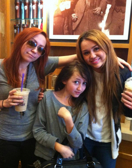 Miley Cyrus was spotted at Coffee Bean with her sisters!