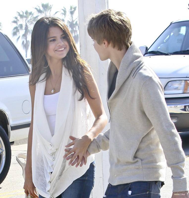 Justin refused Selena to pay for her ice cream on recent date