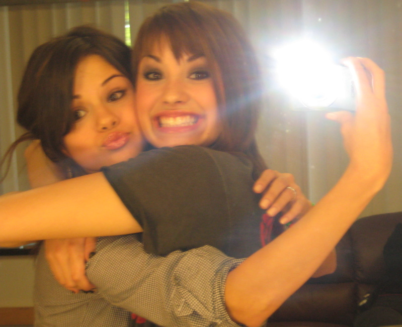 "Selena on Demi, ""She is my best friend! like Miley"""
