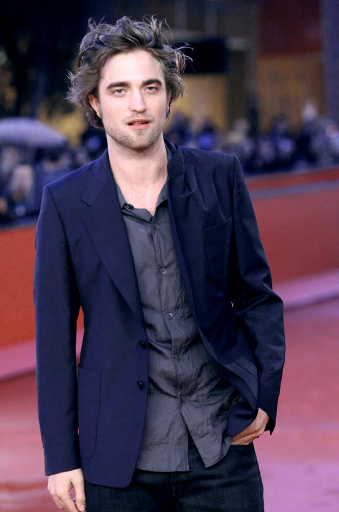 Robert Pattinson Says Justin Bieber is a Liar!