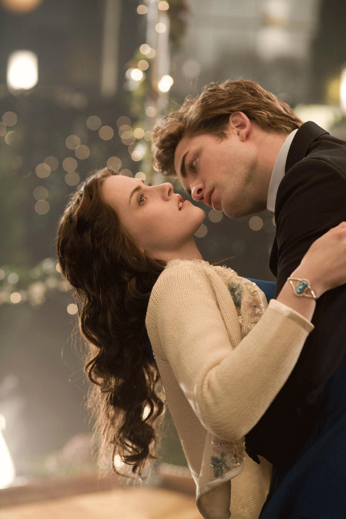 Robert Pattinson and Kristen Stewart — Still The Same, Costar Says!