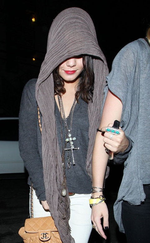 Vanessa Hudgens: Sherman Oaks Party Girl (photos under)