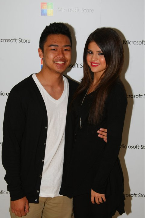 Selena at the Microsoft store opening (photos under)