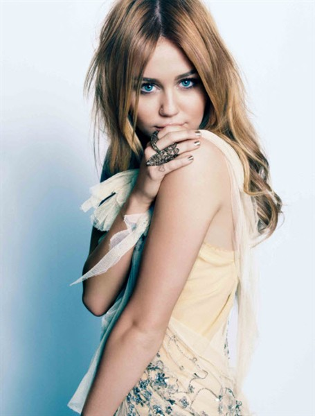 """Miley Cyrus admits that she """"misses"""" Hannah Montana"""
