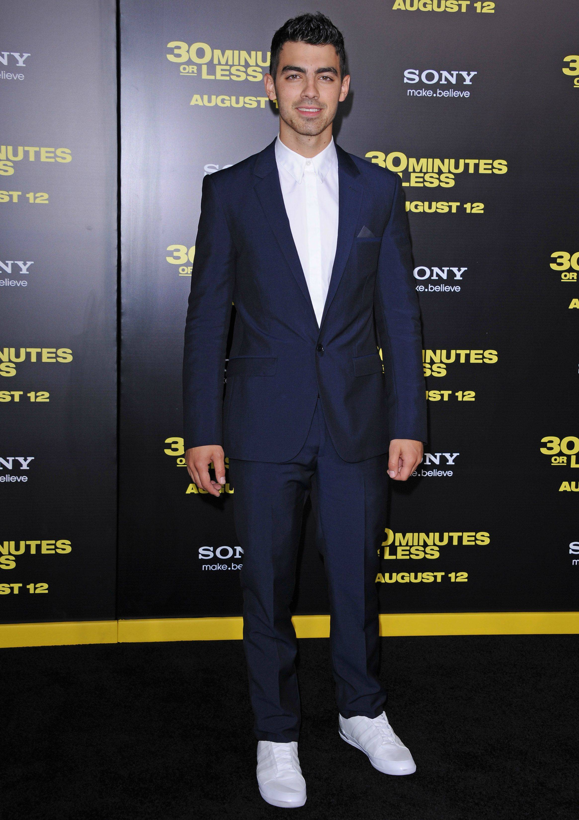 joe attends '30 minutes or less' premiere (photos)