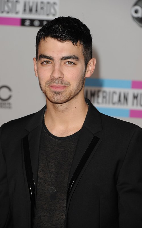 Joe Jonas Hits The 2011 AMAs (photos under)