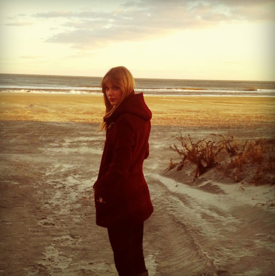 Taylor Swift lookin' cute in red while visiting the beach