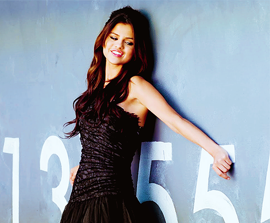 Selena tops MuchMusic's Hottest Girls of 2011