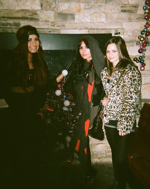 New pictures of Demi Lovato & Hanna Beth enjoying Christmas!