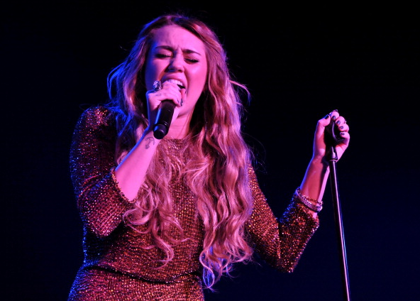 Miley Cyrus Rocks Out At Trevor Live! (photos under)