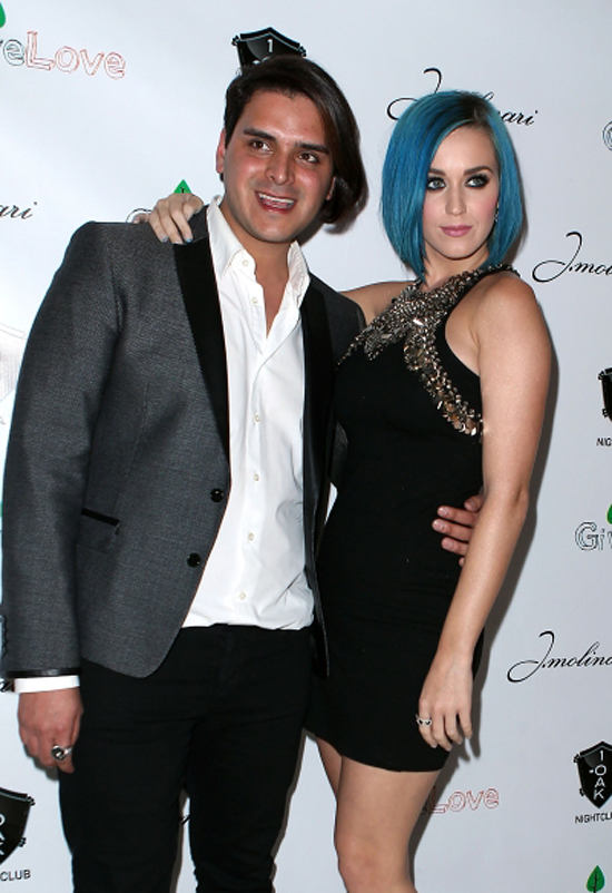 Katy Perry Steps Out In Vegas To Support Friends, Fun & Charity (photos)
