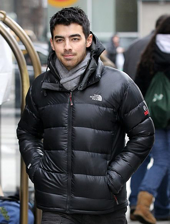 Joe Jonas out in New York Lookin' adorable (photos under)