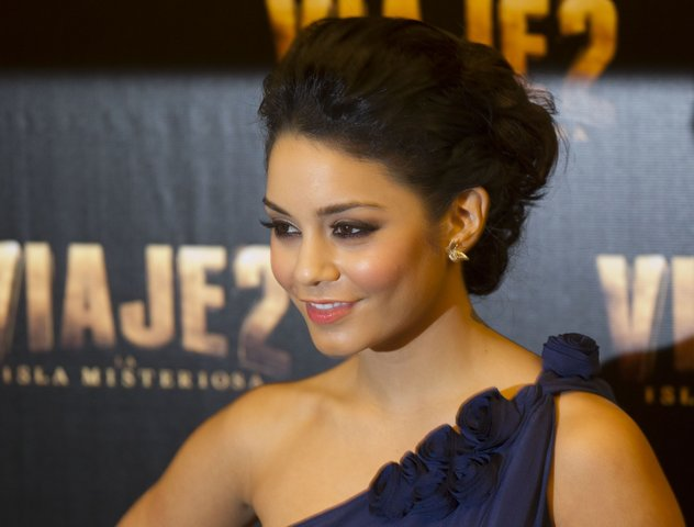 Vanessa Hudgens at Journey 2 Mexico Press Conference (photos)