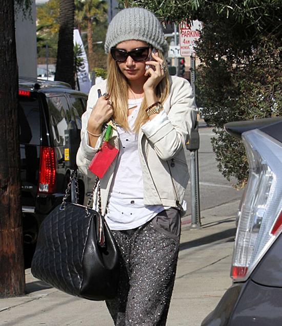 Ashley Tisdale makes another visit to the Salon (photos under)