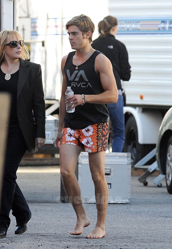 Zac Efron on the set of his new film The Paperboy (photos under)