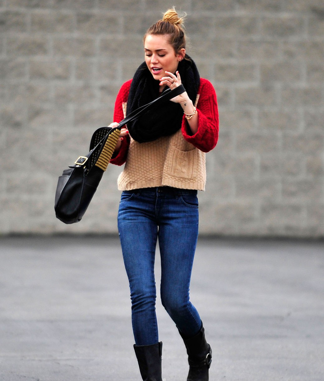Miley Cyrus is looking super cute walking around in Toluca Lake (photos)