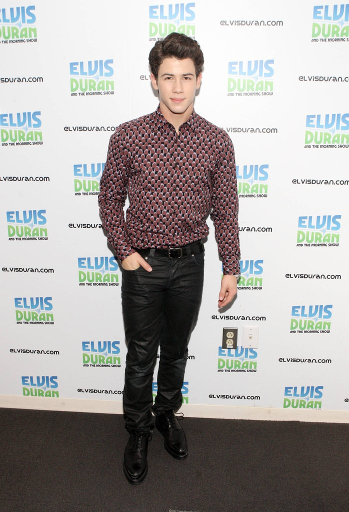 Nick Jonas Visits Elvis Duran Show (photo's under)
