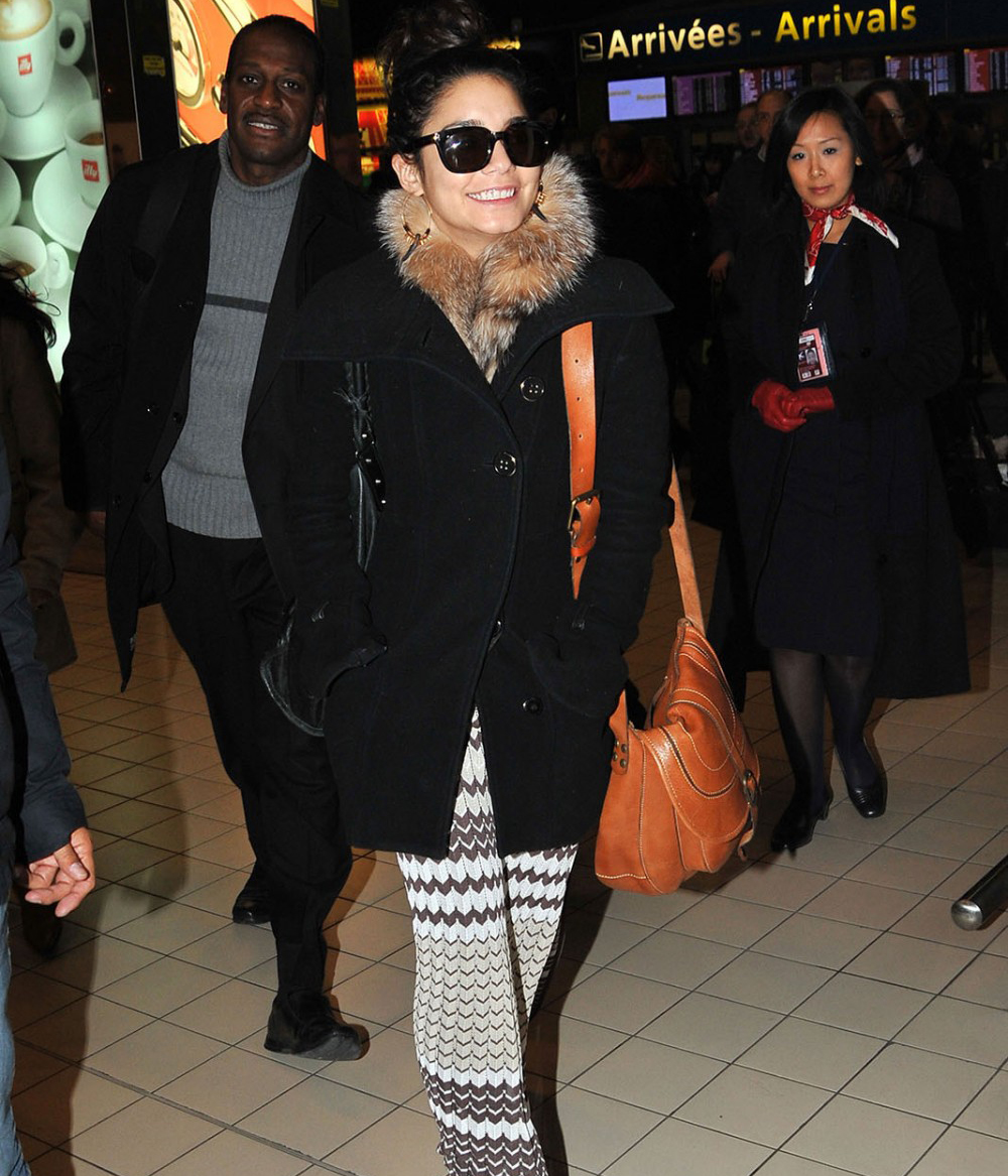 Vanessa Hudgens shows off cute smile while arriving in Paris (photos)
