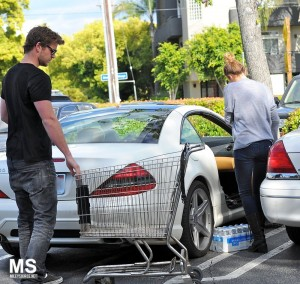 Miley Cyrus And Liam Shopping At Whole Foods In Los Angeles [Pics Below]