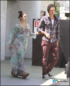 Vanessa & Austin Out For Lunch In LA