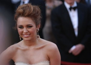 Site Spreads Fear That Miley Cyrus Has Eating Disorder – But It's Not True!