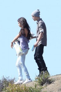 Selena and Bieber PICNIC LOVERS [Pics Below]