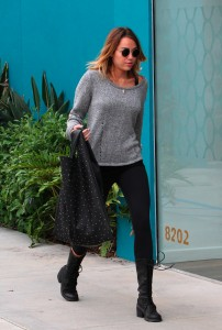 [Gallery Update] Miley Cyrus leaving a pilates studio in Los Angeles