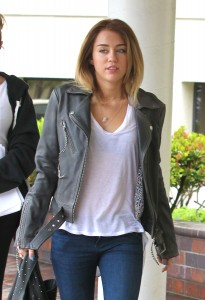 [Gallery Update] Miley Cyrus at The Hospital in Burbank with her mum