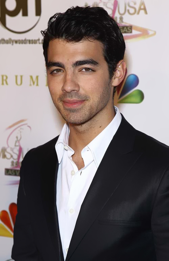 Joe Jonas handsome at the 2012 Miss USA Competition‎ (photos under)