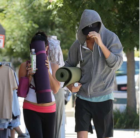 Vanessa Hudgens leaving yoga class with boyfriend Austin (photos)