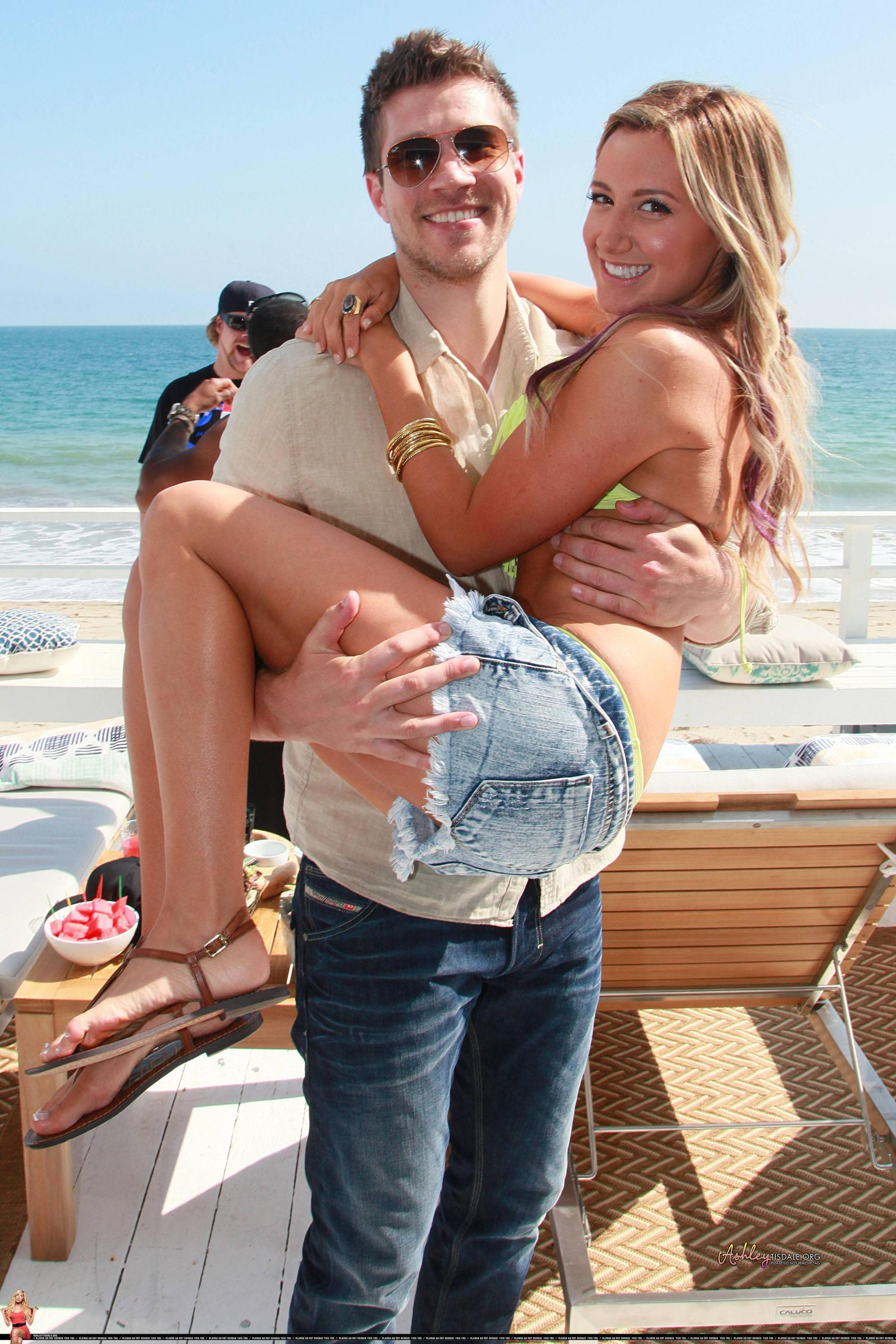 Ashley Tisdale and Zac Efron  Dating Gossip News Photos