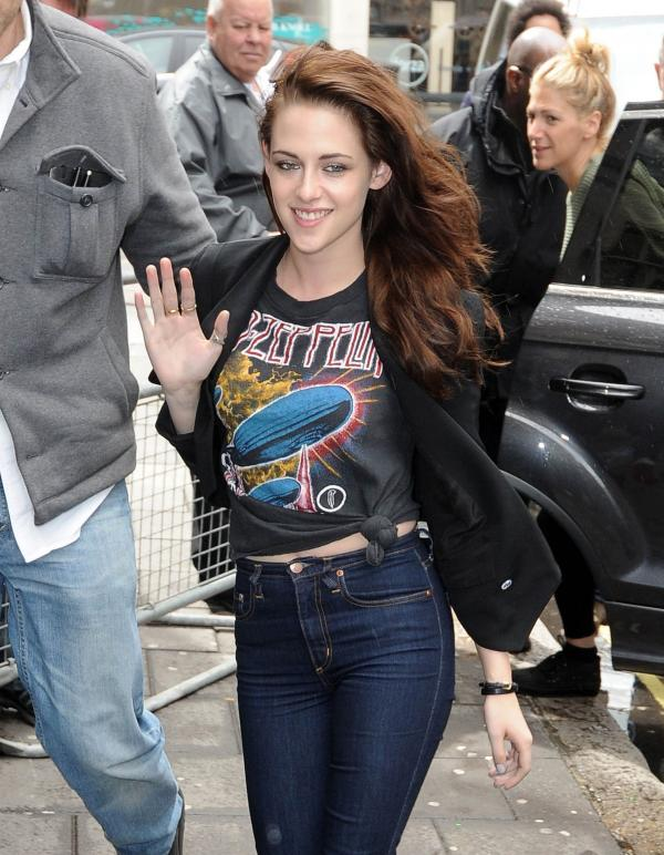Kristen Stewart arrive at the BBC Radio 1 Studios (photos under)