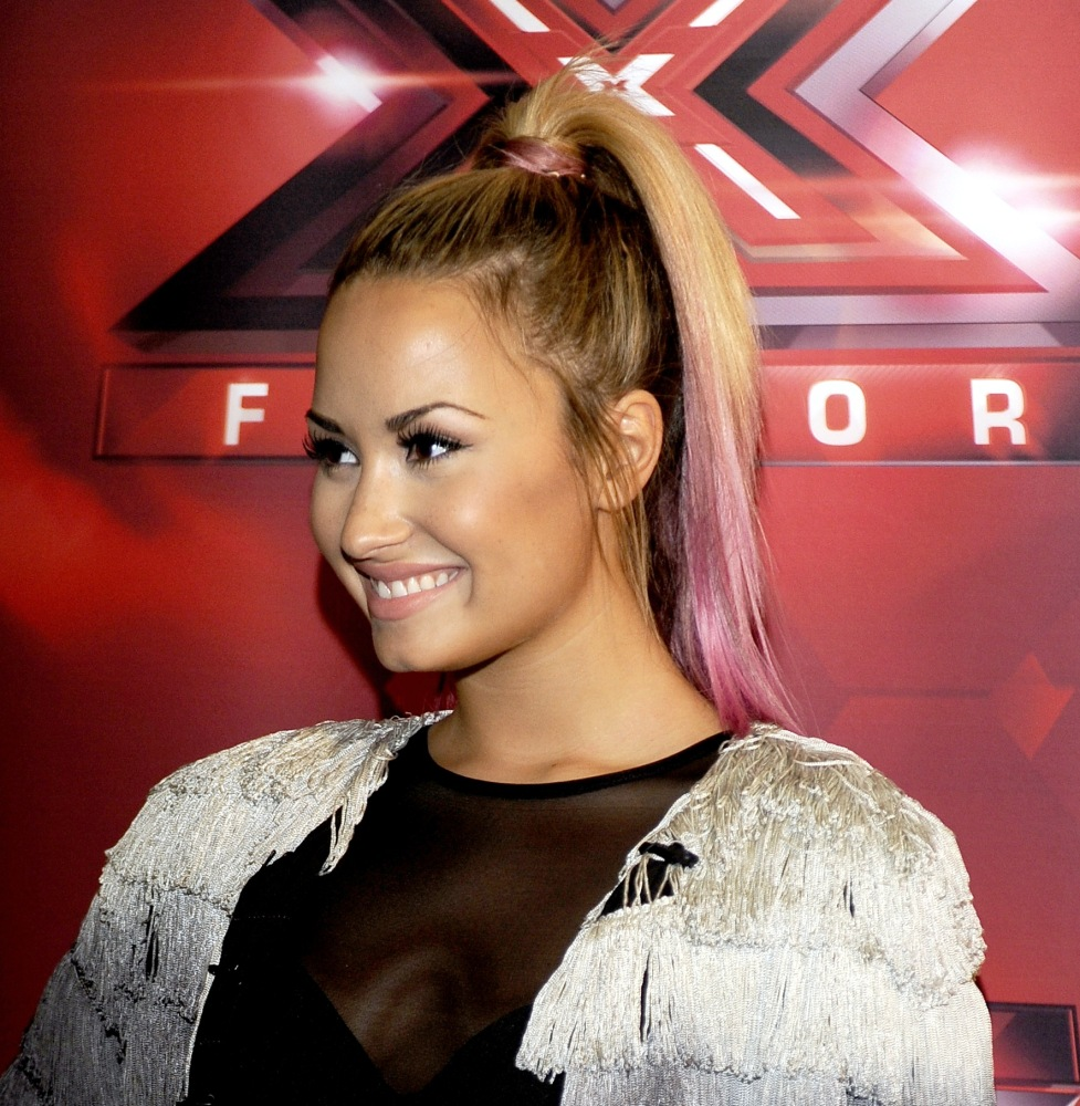 Demi Lovato gets her first Top 20 single!