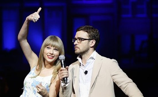 Taylor Swift at Wal-Mart Annual Shareholder Meeting (photos under)