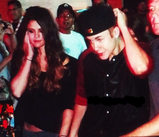 Selena Gomez & Justin Bieber spotted at Disneyland (photos under)