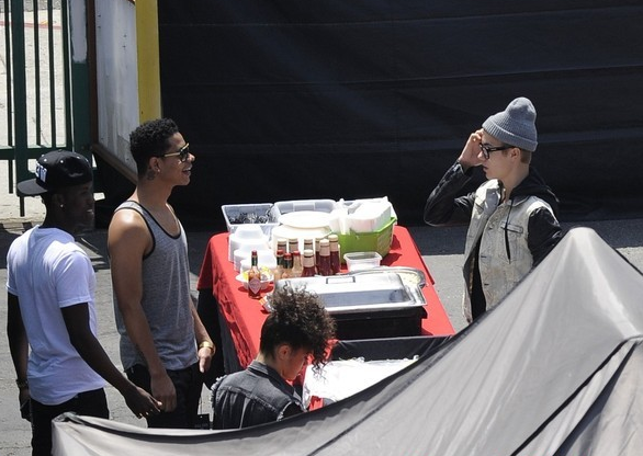 Justin Bieber on the set of his new music video (photos under)